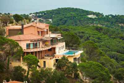 Modern House with elevator and panoramic views in Costa Brava